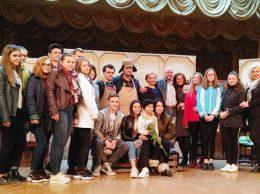 Дрокиевские зрители фотографировались на память с актерами театра им. А. П. Чехова