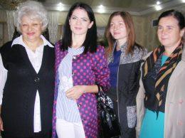 Валентина ЛУКЬЯНЧУК (слева) с группой коллег