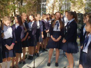 """Elevii de la Gimnaziul """"Viorel Ciobanu"""", s. Șuri, elogiază foștii pedagogi"""