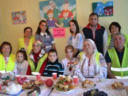 Bunicii grijulii cu nepoții și voluntarii la o întâlnire de suflet, plină de emoții și cu planuri mari de viitor