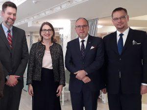 (De la stânga)James Mackey, Cartierul General NATO, Kristina Baleisyte, sefa Oficiului de Legatura NATO, Daniel Ionita, ambasador al Romaniei, Bartłomiej Zdaniuc, ambasador al Poloniei