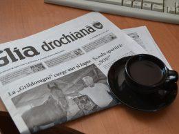 Приятно почитать газету за чашечкой кофе