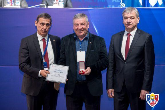 (De la stânga) Pavel CEBANU, preşedinte FMF, Valeriu PLOPA şi Nicolae CEBOTARI, secretar general FMF