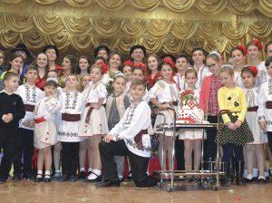 """Colectivul de dansatori """"Izvoraş"""" după concertul festiv dedicat celor trei decenii de activitate"""