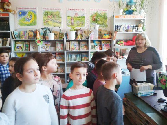 На экскурсии в детской библиотеке