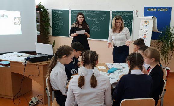 O secvență de la seminarul raional al profesorilor de limba engleză desfășurat la Șuri