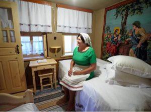 Foto 1: Ana Statova și-a amenajat pensiunea în stil tradițional găgăuz cu ajutorul unui grant UE