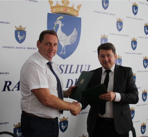 Валерий ФАЛЕЕВ и Виталие ЖОСАНУ подписали договор о побратимских связях