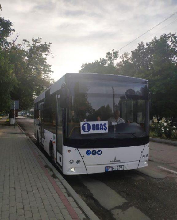 Autobuzul nou, achiziţionat de curând de primăria oraşului