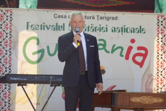 Petru BĂRBIERU, primarul satului Ţarigrad se adresează celor veniţi la festival