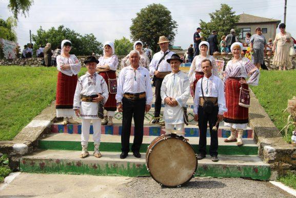 """Ansamblul folcloric """"Busuioc"""" de la Centrul de Cultură și Tineret, or. Drochia"""