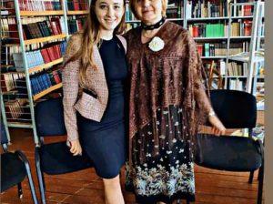 Eleva Olivia CUCOȘ și scriitoarea Claudia PARTOLE