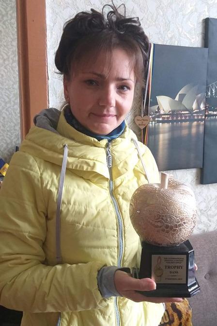 Valentina COCITOV cu Trofeul principal al festivalului