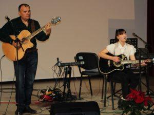 Victoria POPOVA împreună cu Vitalie BÂRGĂU, conducătorul formației