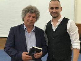 Vladimir Mânăscurtă (la dreapta) cu poetul Iulian FILIP
