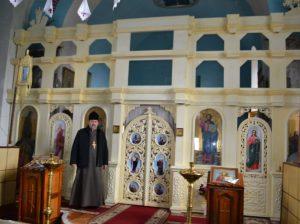 Preotul Valeriu RADU-TĂTARU lâ Iconostasul nou, aflat în lucru