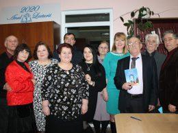 Unii din numeroșii admiratori ai creației poetului Sava Răileanu (al treilea din dreapta)