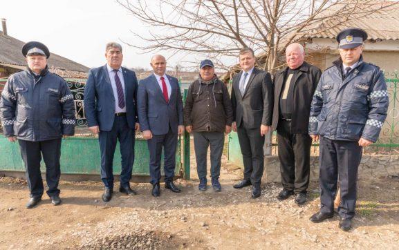 Reprezentanții MAI cu veterenii drochieni și angajații Inspectoratului de poliție Drochia