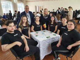 """În prim plan - echipa """"Meritocraţii"""", liceul """"Mihai Eminescu"""", or. Drochia"""
