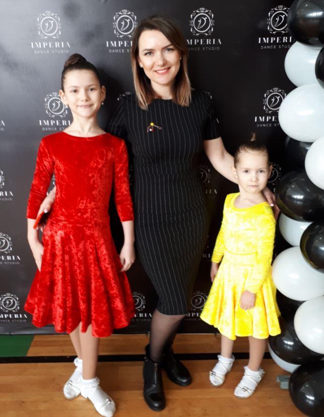 Emilia și Laura cu mămica Lilia CIUBOTARU la Drochia