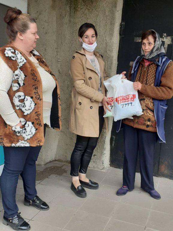 """""""Loteria Moldovei"""" a ajuns cu pachete alimentare la sofienii care își duc viața și traiul mai complicat ca alții"""